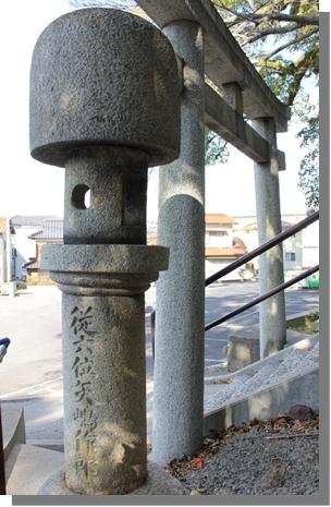 昔の参道入り口にある電気事業の父矢嶋作郎奉納の石灯籠